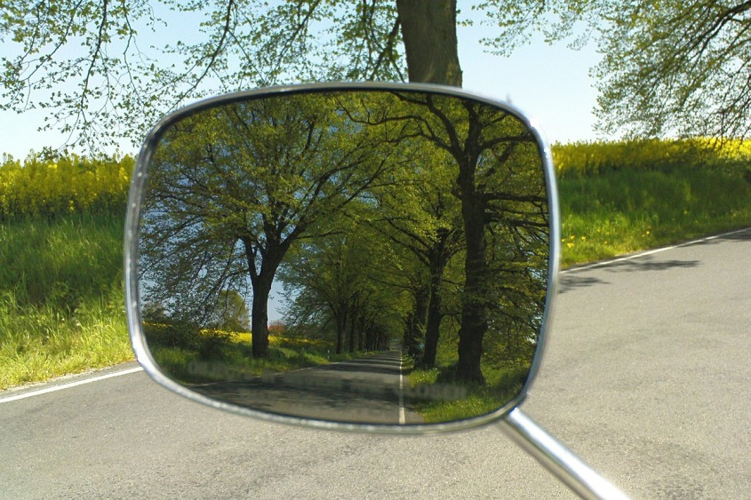 driving-mirror-472758_1280